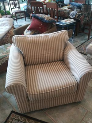 Chair w/ covers for Sale in Brookeville, MD