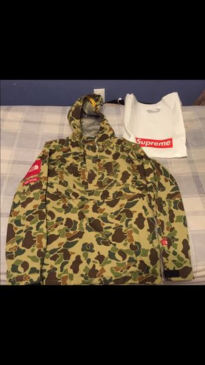 Supreme X The North Face Parka Large for Sale in Los Angeles, CA