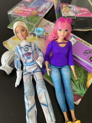 BARBIE DAISY TRAVEL DOLL & ACCESSORIES + BARBIE SPACE DOLL & HELMET for Sale in Lomita, CA