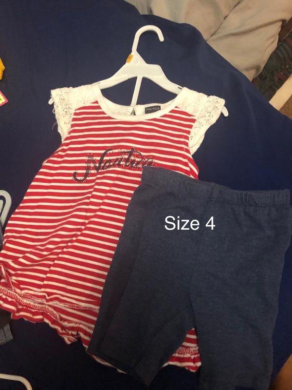 Varios size y los precios varían nomás los Nike son a $15 los demás $8 los vestidos
