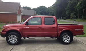 Clean Title 2OO2 Toyota Tacoma SR5 Automatic for Sale in Chicago, IL