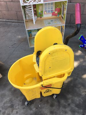 Mop bucket / bote de trapiador for Sale in San Bernardino, CA