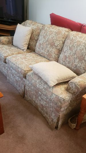 Floral print Sofa for Sale in Fresno, CA