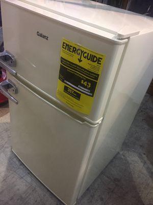 Galanz Retro electric 3.1 mini refrigerator. Bisque color. for Sale in Lutz, FL