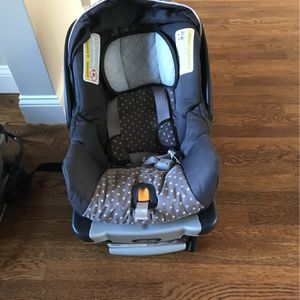 Chicco Infant Car Seat With Base for Sale in Sudbury, MA