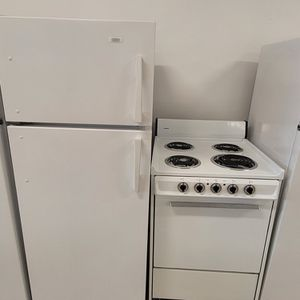 Roper 24in Top Freezer Refrigerator & 24in Electric Stove Used In Good Condition With 90day's Warranty for Sale in Mount Rainier, MD