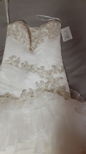 Never worn wedding dress for Sale in Southaven, MS
