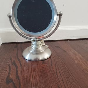 Electric Make Up Mirror for Sale in Englewood, NJ