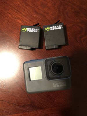 GoPro hero 5 black with 2 batteries for Sale in New York, NY