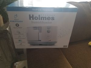 Holmes Cool Mist Humidifier for Small Rooms, White for Sale in Camden, NJ