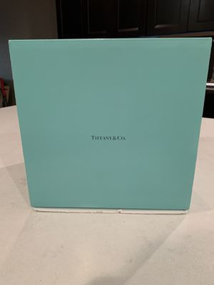 New Large Tiffany & Co gift box. 9in x 9in x9in for Sale in San Jose, CA