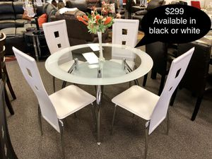 New beautiful glass dining table set for Sale in Fresno, CA