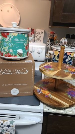 Pioneer Woman Set New Lazy Susan/Crock Pot for Sale in Tacoma, WA