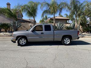 06 Chevy Silverado clean title for Sale in Fontana, CA
