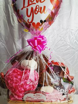 "Large Valentine's Day Love Gift Basket Plush Chocolates Candy Bear 36"" for Sale in Queens,  NY"
