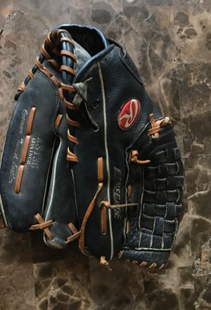 "Rawlings RS135 Renegade 13.5"" black leather Softball Baseball Glove RHT for Sale in Carpentersville, IL"
