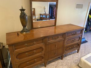 Dresser Nighstand Set for Sale in Lindale, TX