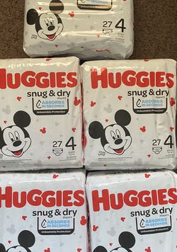 Huggies Diapers 5 Packs For $38 Size 4 for Sale in Huntington Beach,  CA