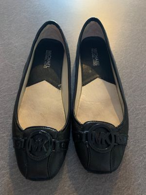 Like new michael kors shoes size 8,5 for Sale in Willow Springs, IL
