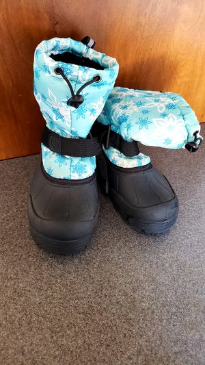 Girls snow boots size 4 $20 for Sale in Phoenix, AZ