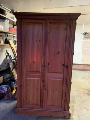 Knotty pine entertainment cabinet for Sale in Palos Heights, IL