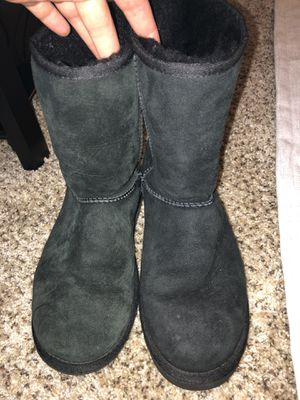 BLACK UGG SHOES SIZE 8 for Sale in Worthington, OH