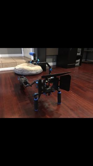 NEEWER CAMERA STABILIZER 🎥 for Sale in Virginia Beach, VA