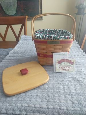 Longaberger 1995 Christmas Collection Cranberry basket for Sale in Menifee, CA