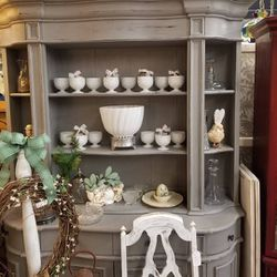 Large Two Piece Curved Front Hutch/ Dresser for Sale in Clovis,  CA