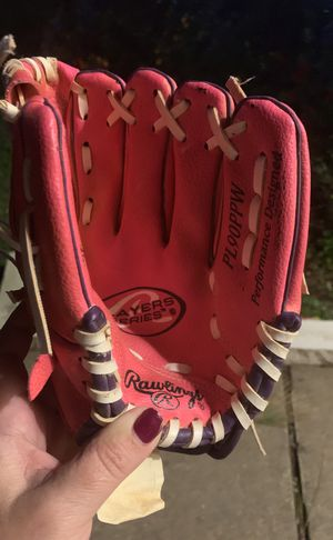 Rawlings youth 9in softball glove for Sale in Sugar Land, TX