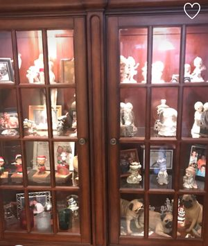 Curio cabinet with lights and two drawers for Sale in Erie, PA