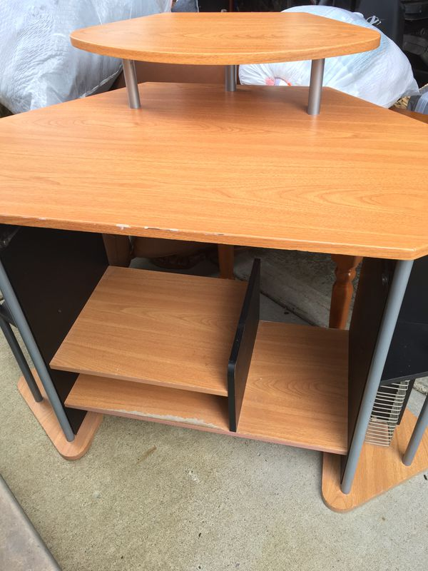 2 desks and chair