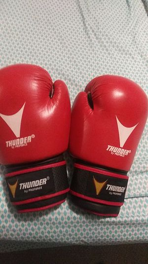 16 oz Boxing gloves for Sale in Columbus, OH