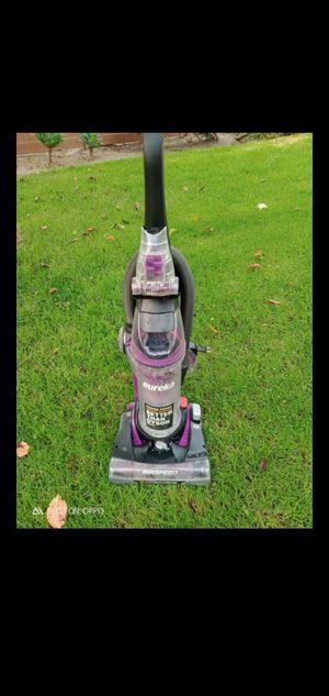 Cerritos.. Eureka carpet vacuum machine for Sale in Artesia, CA