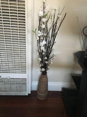 Flowers & vase for Sale in Los Angeles, CA