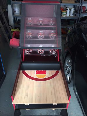 Basketball roll-a-score skee ball game for Sale in Waynesville, OH
