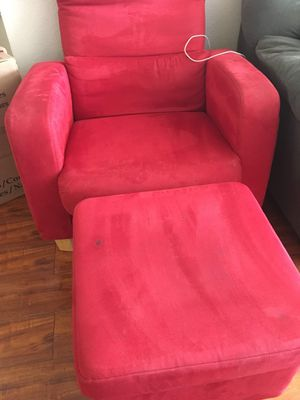 Red Couch with foot rest for Sale in Hayward, CA