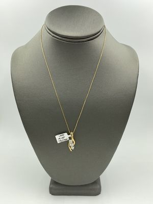 14KT YELLOW GOLD BOX LINK CHAIN w/ 14KT YELLOW GOLD DIAMOND CHARM for Sale in Rialto, CA