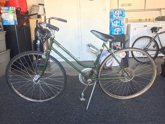 VINTAGE SCHWINN SUBURBAN ROAD BIKE BICYCLE for Sale in Huntington Beach,  CA
