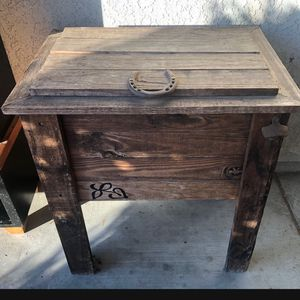 Rustic Farmhouse Style Wood Ice Chest Only $70 for Sale in Fresno, CA