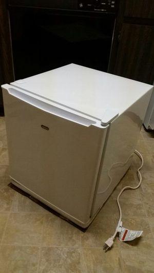 Sunbeam Mini Fridge Refrigerator ~ 1.7 Cu. Ft. ~ Countertop White for Sale in Herndon, VA