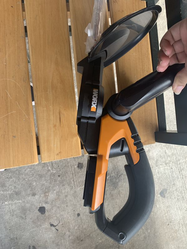 2 Worx hedge trimmers WG280