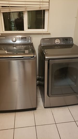 Samsung washer and dryer 1 yr and a half for Sale in Madera, CA