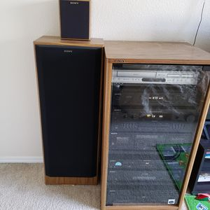 Sony Stereo receiver, CD player, casette player, two big speakers and two small ones for Sale in Portland, OR