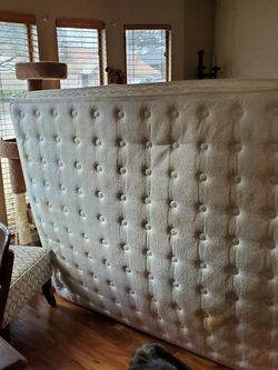 Free Queen Mattress And Box Spring for Sale in Arlington,  TX