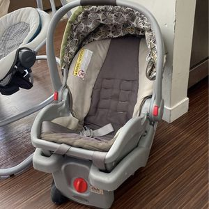 Graco Click Infant Car Seat With Base for Sale in Beachwood, OH