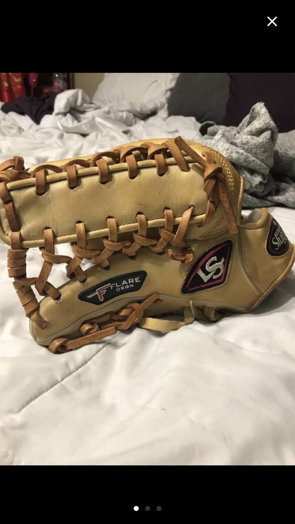 Flare outfield glove