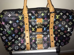 Authentic Louis Vuitton traveling bag for Sale in The Bronx, NY