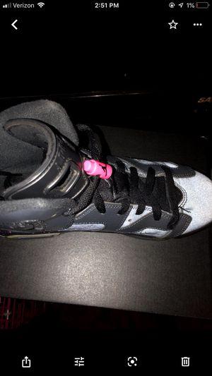 Girls Retro 6 Jordan's for Sale in Decatur, IL