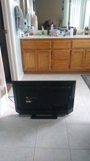 """Sharp 32"""" flat screen for Sale in Oakley, CA"""